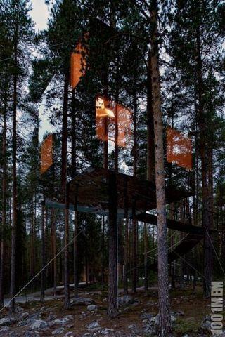 Дом на дереве,из зеркал.