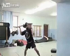Инсценировка из 300 спартанцев в спортзале
